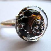 herdenkingskraal op zilveren ring